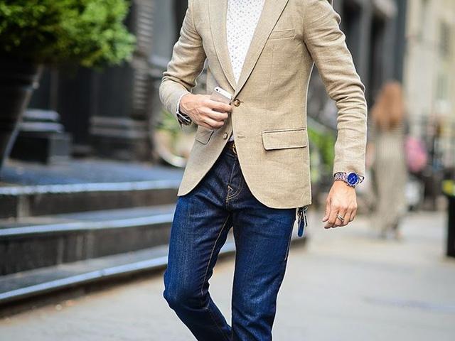 Jeans con saco deportivo color beige