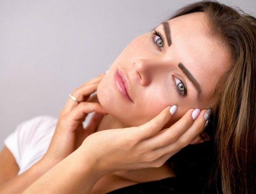 mujer con la piel saludable