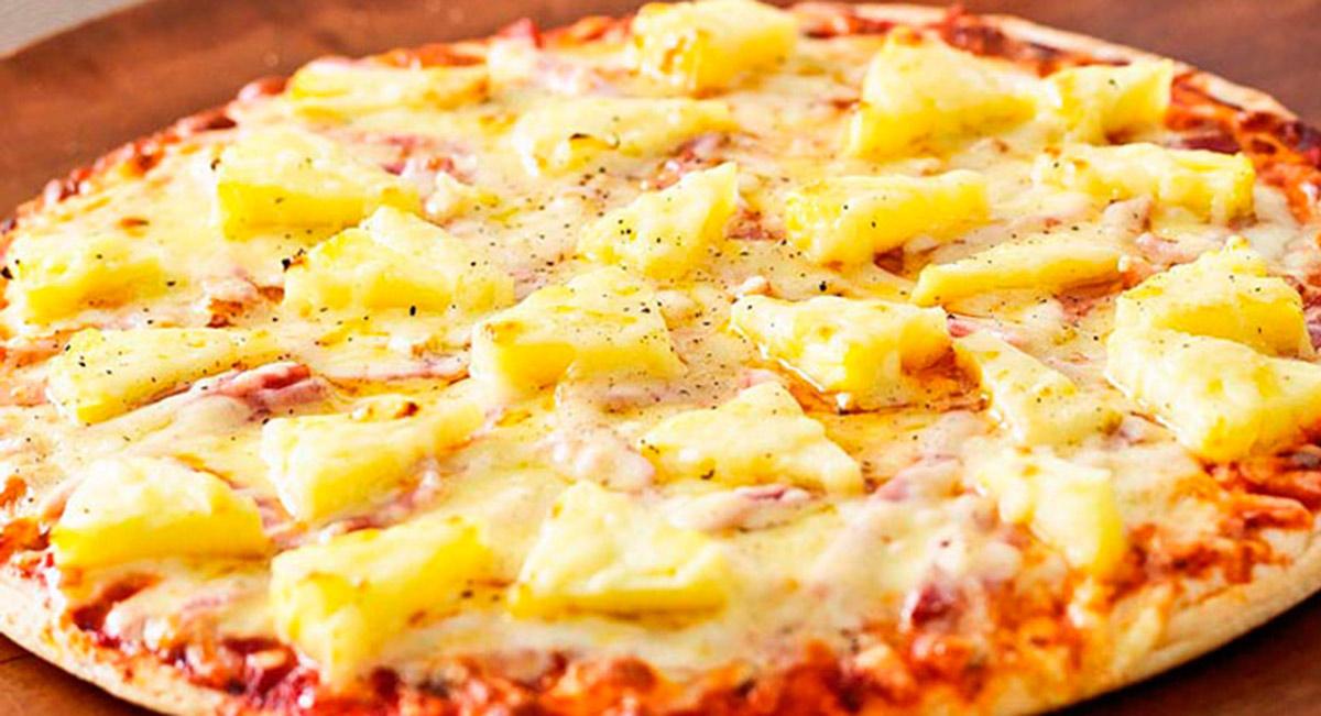 pizza hawaiana con piña