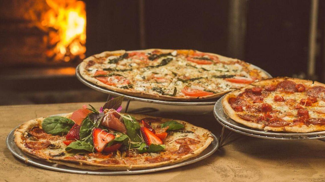 tres tipos de pizzas al horno