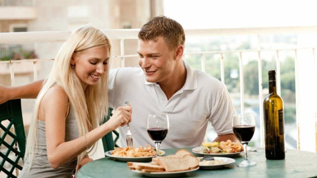 cita de pareja en casa